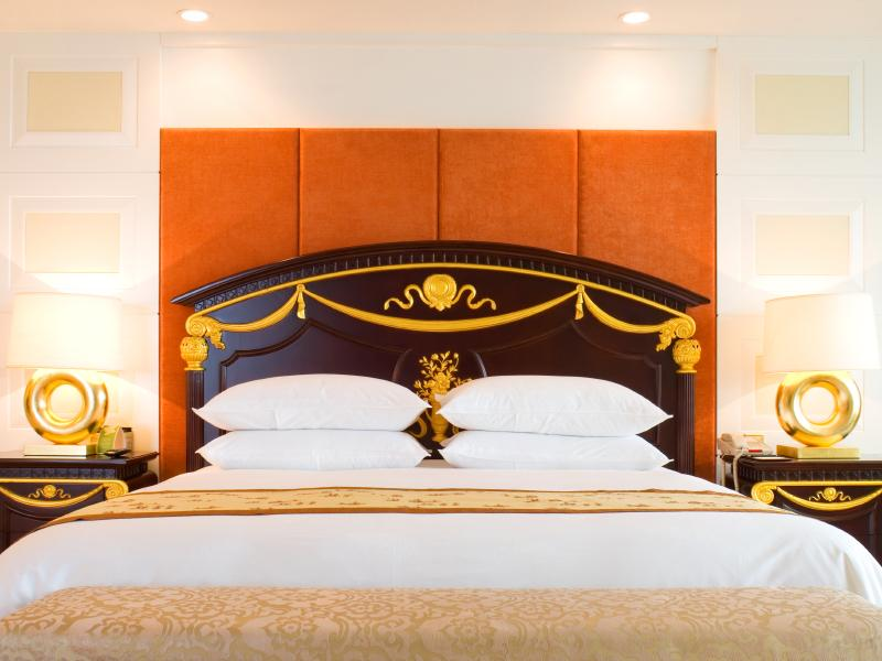 Exotic Bedroom Furniture [Slideshow]