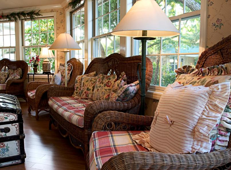 Country cottage style furniture gallery slideshow for Cottage type furniture