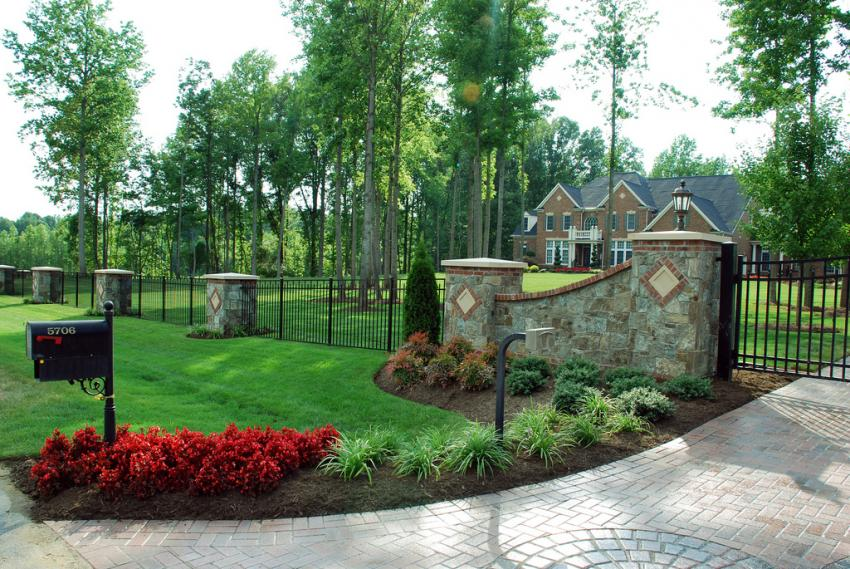 Mailbox landscape design slideshow for Driveway landscaping