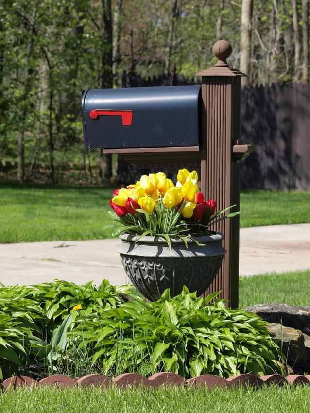 simple mailbox with flower planter - Mailbox Design Ideas