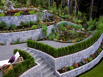 landscaped retaining wall - Multi Level Patio Designs