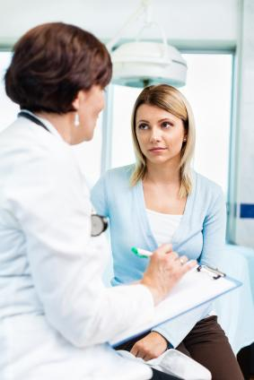 femaly patient talking with her doctor