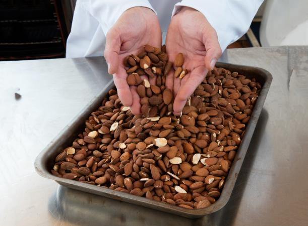 how to cook almonds in a pan