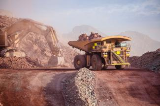 Mining with heavy equipment