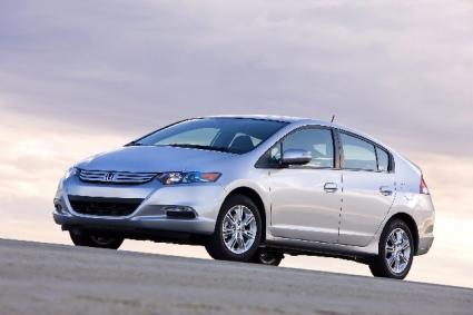 How Many Hybrid Cars Are on the Road