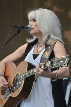 Emmylou Harris playing her Gibson