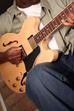 Gibson ES-335 semi-accoustic guitar