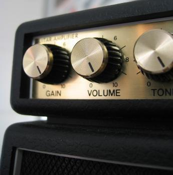 guitars blog cheap guitar amps. Black Bedroom Furniture Sets. Home Design Ideas