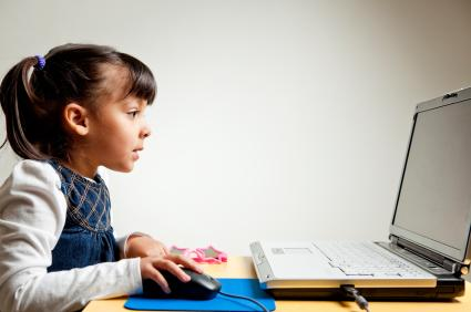 138284 425x282 child on computer Keep Your Kids Safe Online With Kiwi Commons