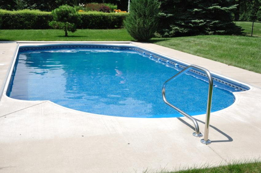 Swimming pool design ideas slideshow for Simple backyard pools