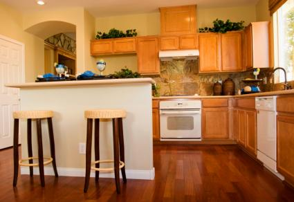 Matching floor and cabinet tones