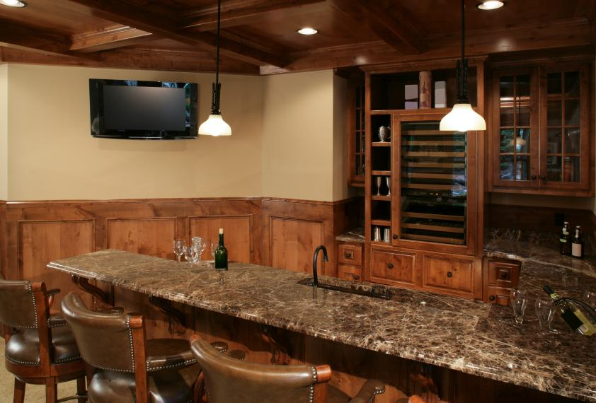 Man cave d cor ideas slideshow - Designing a basement bar ...