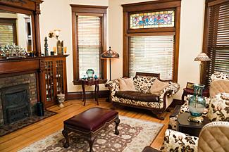 Victorian interior design lovetoknow for Victorian houses interior design ideas