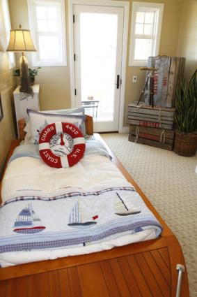 Decorating ideas for a nautical bedroom for Bedroom ideas nautical