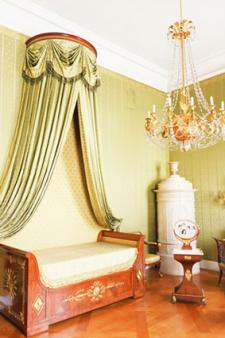 corona canopy over daybed