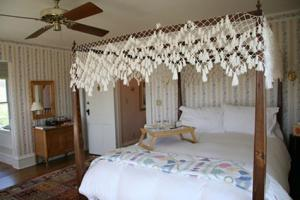 colonial hand-tied fishnet canopy in double diamond pattern