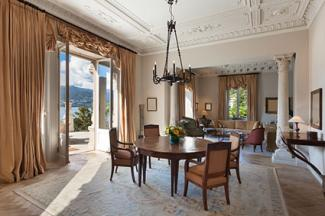 Dining room with timeless elegance