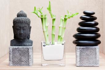 Tabletop pedestals with sculptures