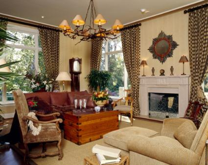 Adore your d cor 39 s tips for eclectic home design for Eclectic chic living room