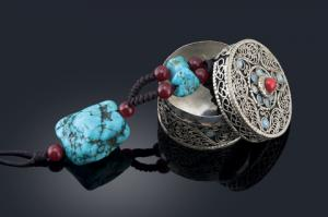 Turquoise necklace and jewelry box; © Easton Chen | Dreamstime.com