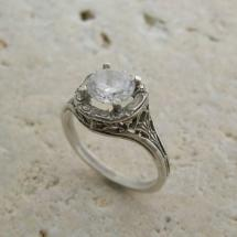 White gold Deco-style filigree ring