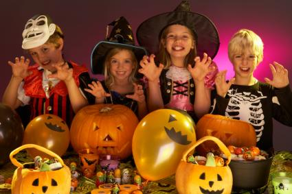 kids celebrating halloween