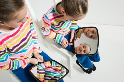 girls with mirrors