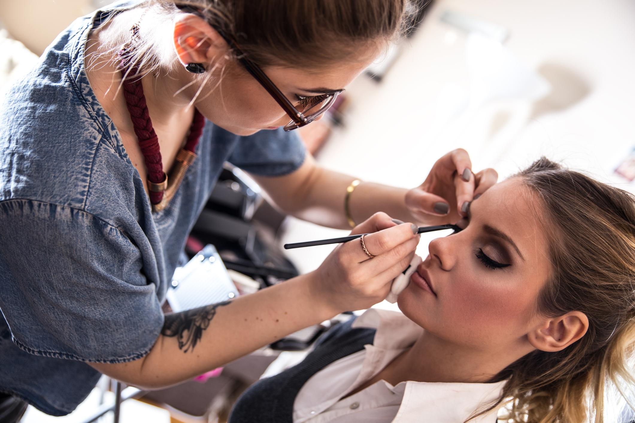 how to become a makeup artist for mac cosmetics