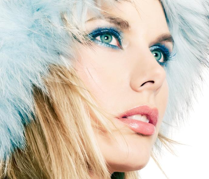 Makeup for blue eyes and brown hair