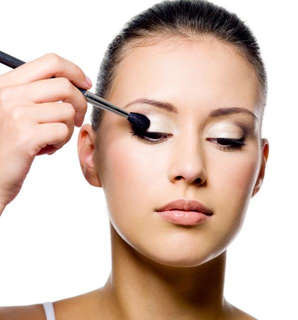 Eye makeup blending