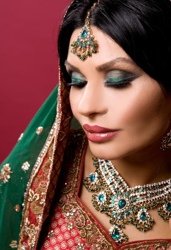 Indian Makeup - Mugeek Vidalondon