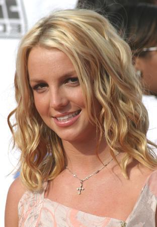 britney spears makeup tips