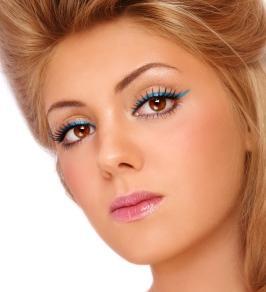creative teal eyeliner