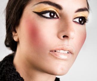 bold cleopatra style eyeliner
