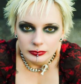 deep green gothic eye makeup
