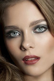 Medium skin tone woman wearing red lipstick