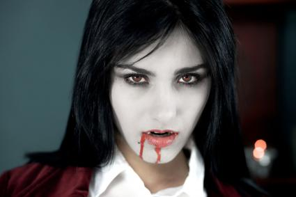 How to Do Halloween Vampire Face Makeup