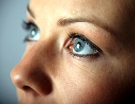Woman with minimal eye makeup