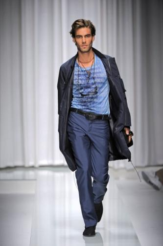 Modern Versace Mens Dress with Blue Pants and T-shirt Fashion for Men