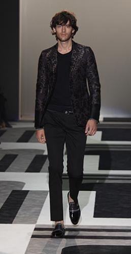 Very Cool Black Shirt Fashion with Gucci Style and Messy Hairstyle for Men