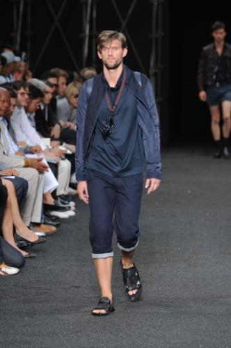 Modern Louis Vuitton Coat Fashion Combine with Rolled Jean for Men in Summer