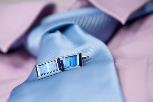Modern Blue Cufflinks Fashion Combine with Tie Style in Formal Situation for Men