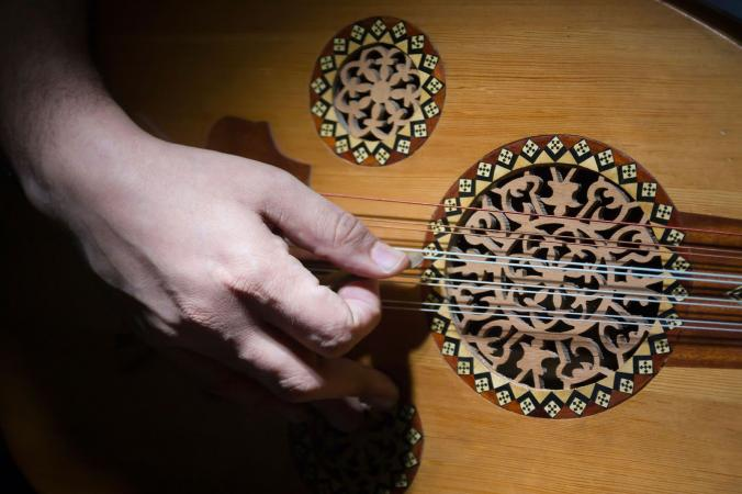playing arabic music on oud