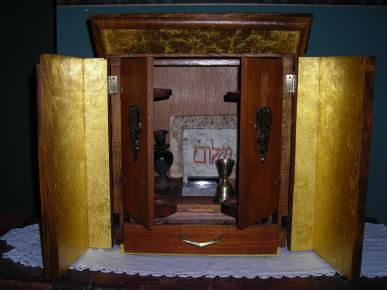 Dibbuk box in gold-lined ark: Imaged used with permission from Jason Haxton.