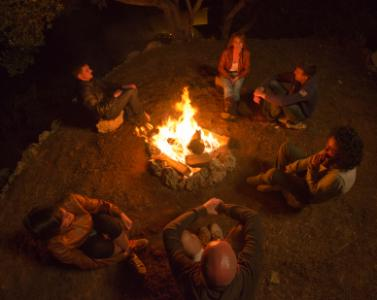 http://cf.ltkcdn.net/paranormal/images/std/156364-377x300-Telling-stories-around-the-campfire.jpg