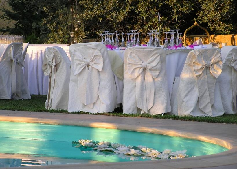 Pool party decorations slideshow for Decor around swimming pool