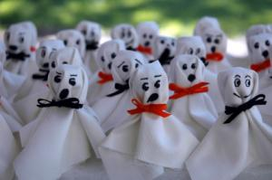 make spooky ghosts during the party - Kids Halloween Party Decorations