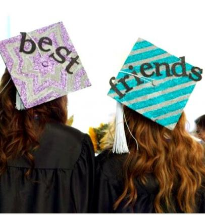 Best friends graduation caps,