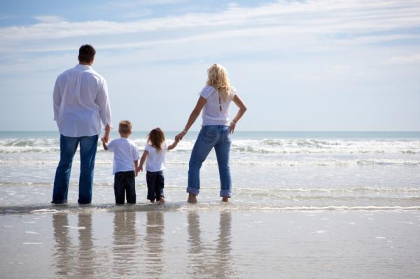 Photography on Pinterest   Family Beach Poses, Beach ...