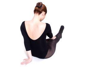 woman wearing tights